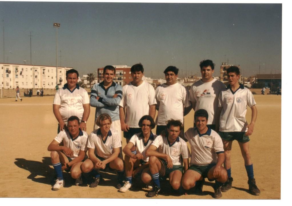 Equipo de solteros partido de futbol en la Fiesta del Feriante