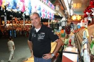 Juan Palacios en su negocio