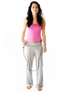 Tens-Therapie-Gerät: Powertube Quickzap in der Anwendung - leicht an der Hose zu befestigen