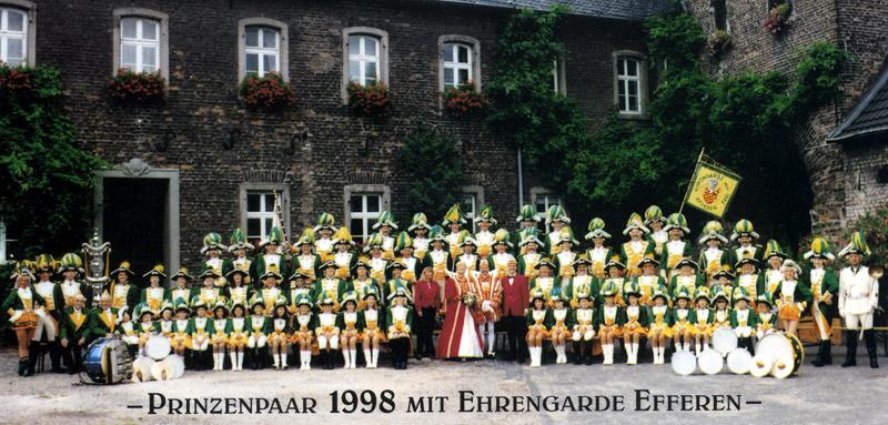 Das Prinzenpaar Ingrid und Helmut I (Sattler) in Begleitung der Ehrengarde