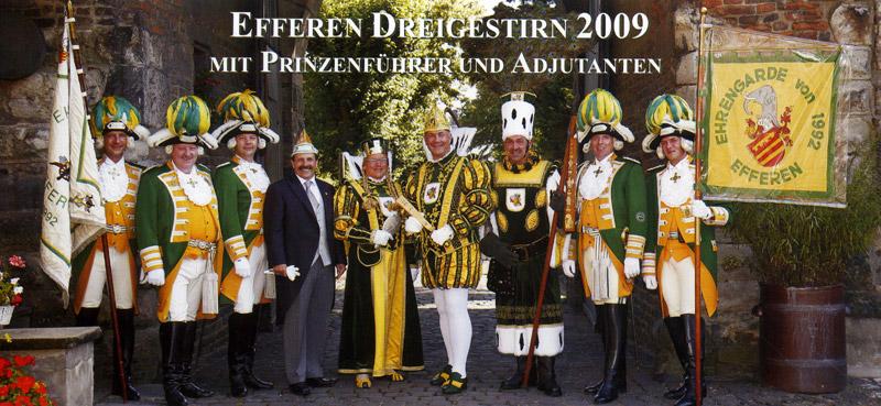 Dat janze Schmölzje vum Dreigestirn 2009: Fahnenträger, Adjudanten, Prinzenführer und das Trifolium.