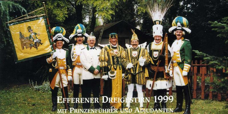 Dreigestirn 1999 met Prinzenführer un Adjudanten