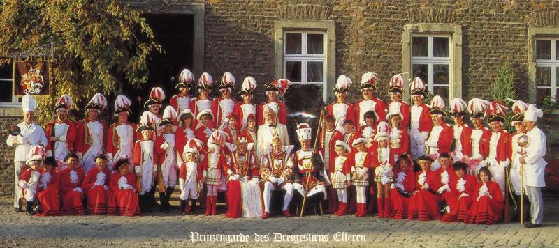 Die Prinzengarde 1984 mit Dreigestirn, Prinzenführer und den Kommandanten Heinz Pesch und Reinhold Neesen