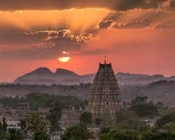 Trichy Temple mit Sonnenuntergang