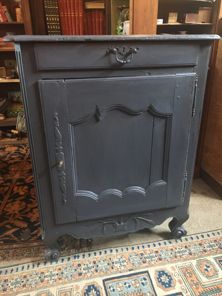 Armoire patine grise