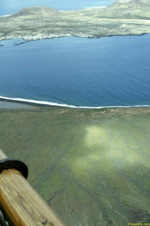 Blick vom  Mirador del Río    Richung La Graciosa - die Schöne