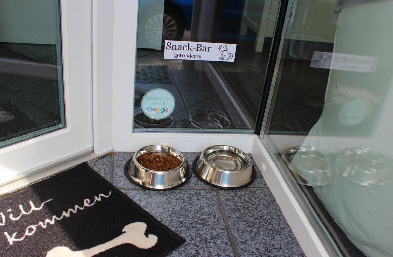 Snack-Bar für Kundenhunde