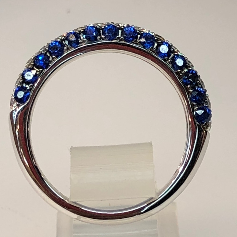 片面のブルーはサファイヤ