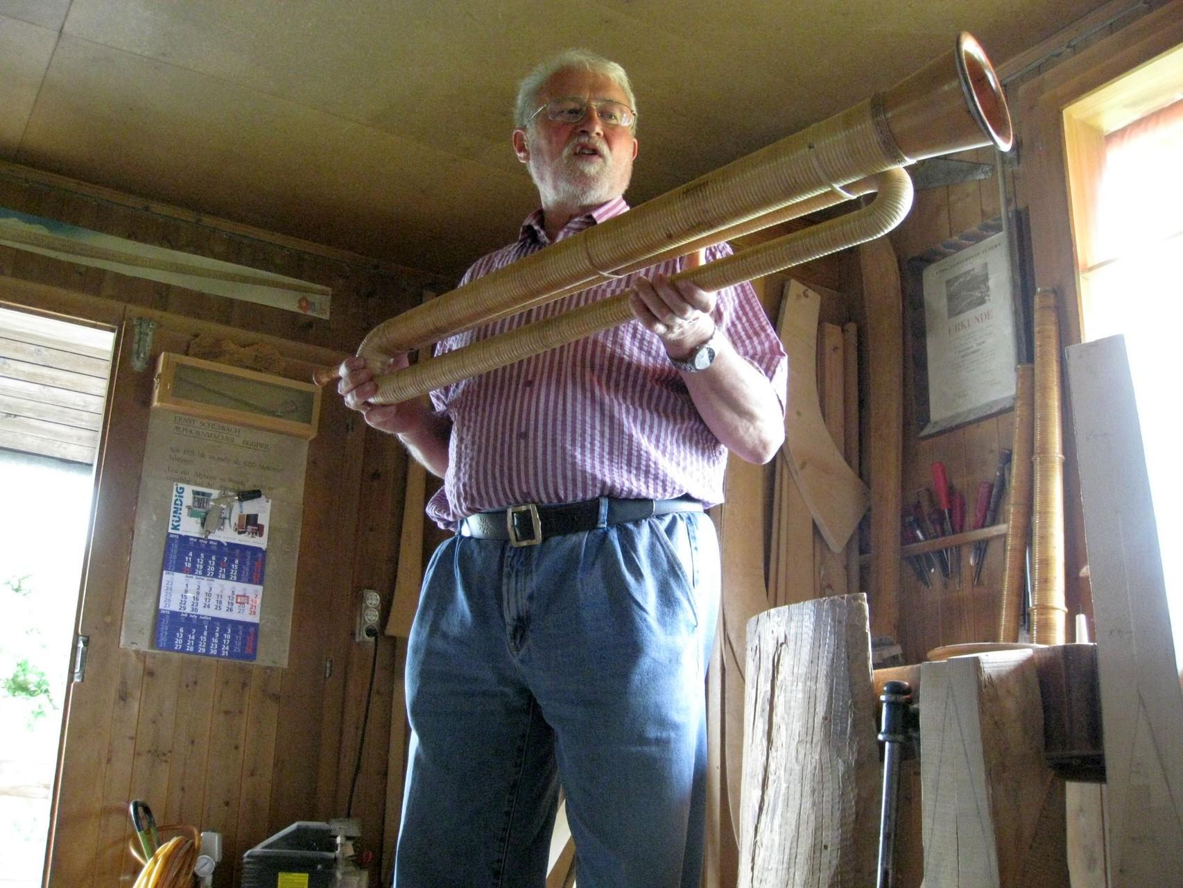 Handwerk Alphornherstellung in Eggiwil BE