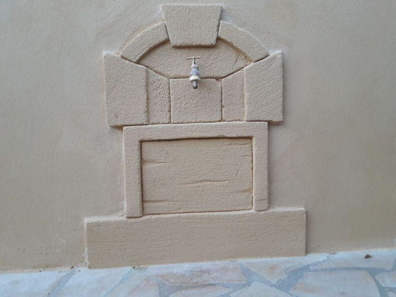 Fontaine décorative en fausse pierre