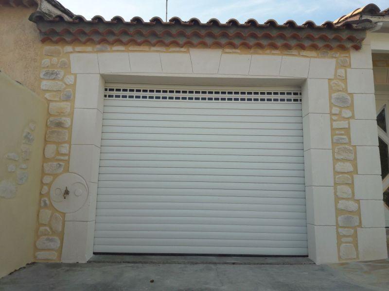 Fontaine et garage. Sérignan