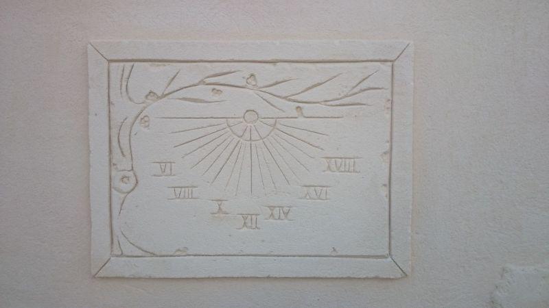 Cadran solaire décor olivier. Coursan