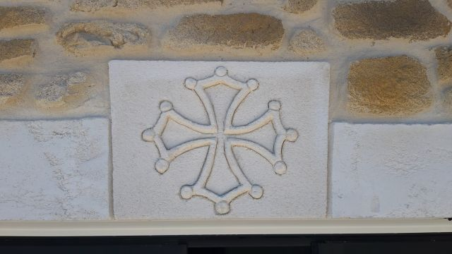 Croix languedocienne sur clef de voute