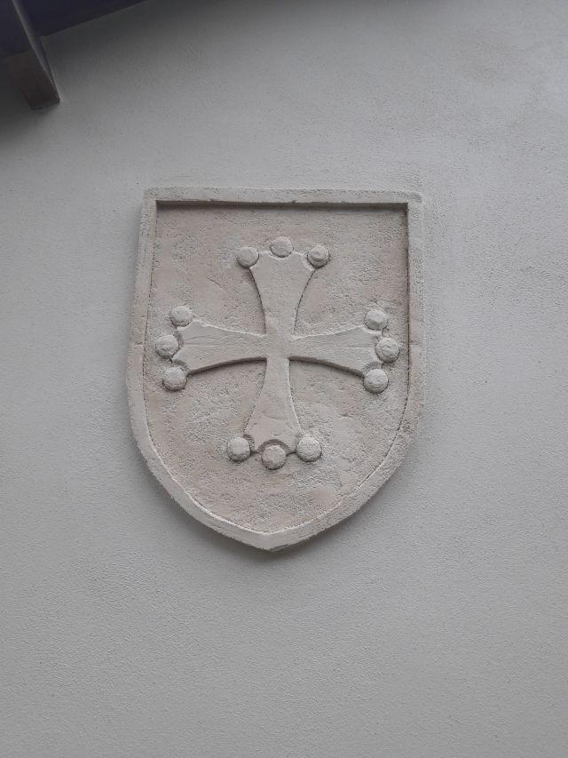 Croix du Languedoc en enduit sculpté