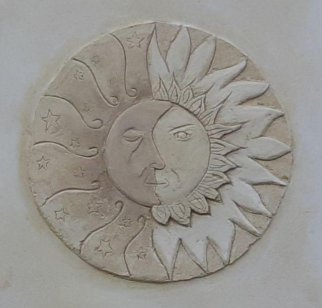 Déco soleil lune dans une fenêtre bouché en trompe l'œil