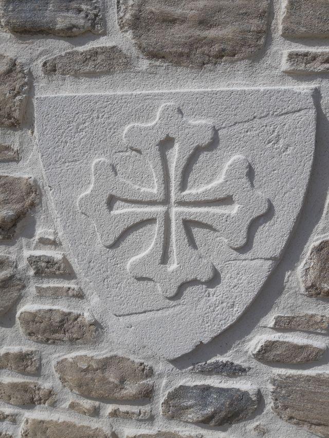 Enduit sculpté croix du languedoc. St Martin de Londres
