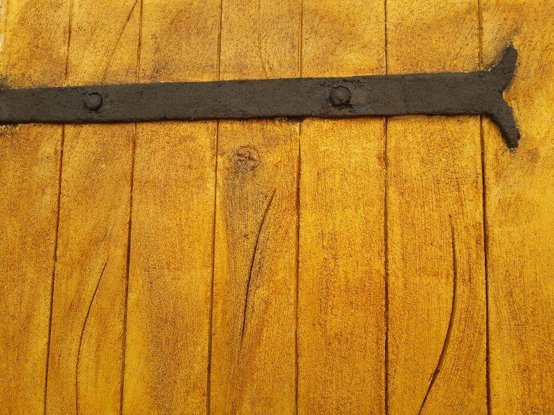 Imitation bois et fer vu de près