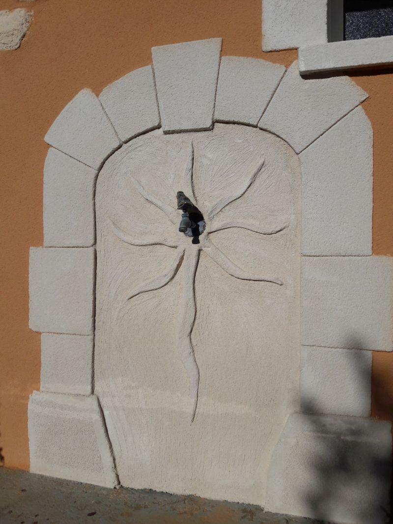 Fontaine composé de pierre et de décoration