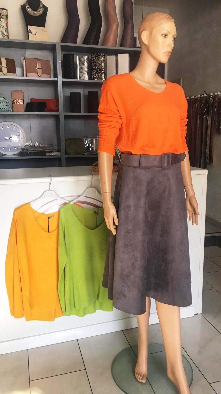 Rock in dunkelgrau/grau/beige oder rose 59.90€ - Leichter Sommerpullover orange/mint oder senfgelb 44.90€