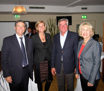 Sr. Pedro González (Frequentis), Sra. Susi Zapletal (Niki Luftfahrt), Dr. Harald Svoboda, Dr. Elisabeth Zöckl (CEHAUS)