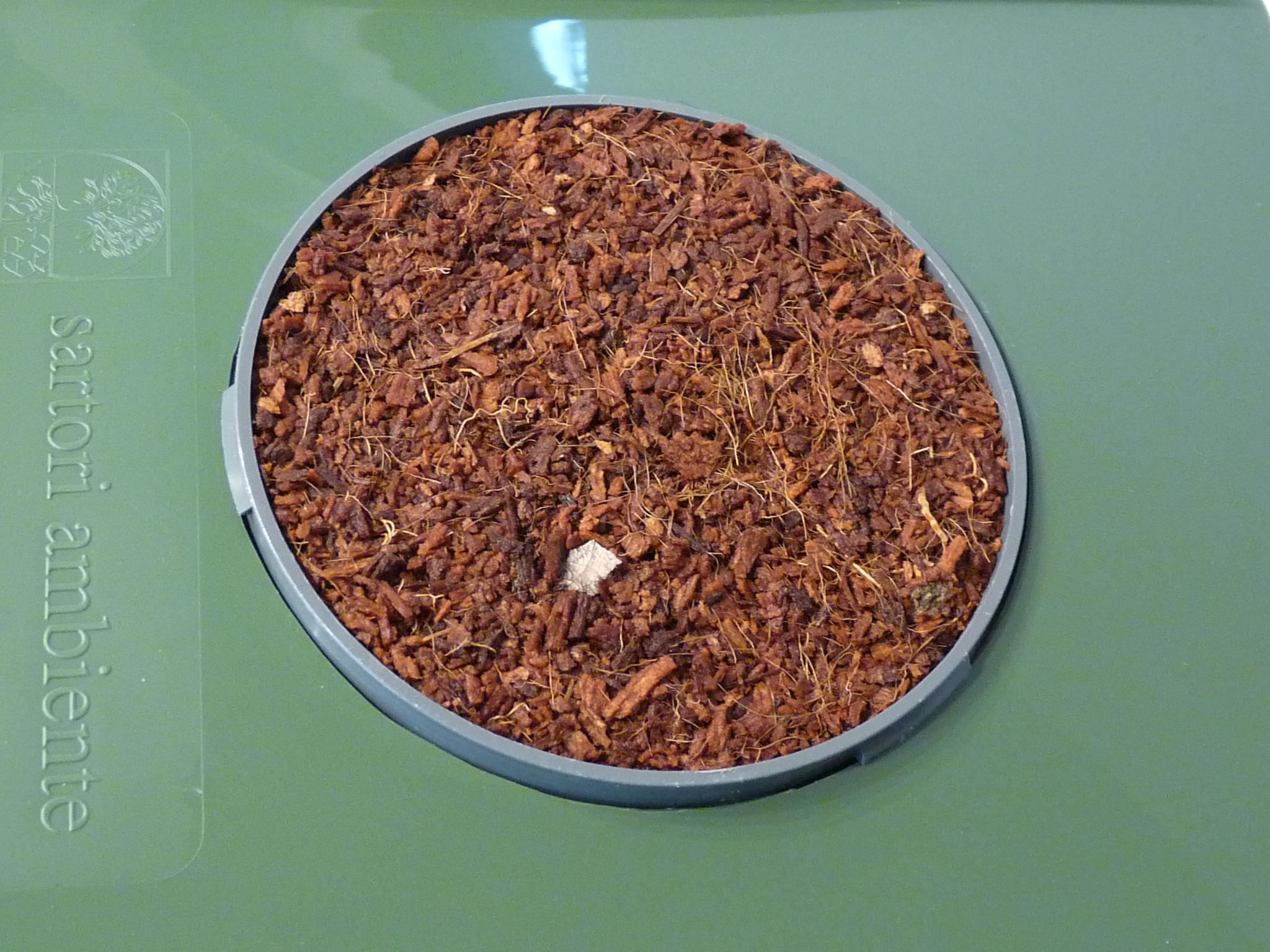 3. Indoor-Filter quillt nach Zugabe von ( ca. 100 ml ) nach 15-30 Sek. vollständig auf.