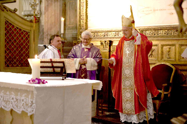Santa Messa celebrata dall'Arcivescovo Cesare Nosiglia, domenica 13 marzo 2011, con mons. Giuseppe Ghiberti e il presidente Pier Cesare Carcheri