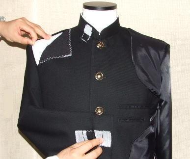 制服製造、素材チェック風景
