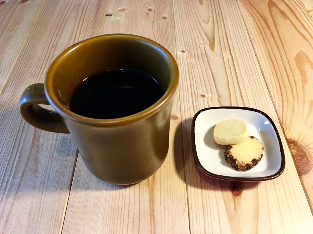 いとまるcafe / ホットコーヒーとクッキーと