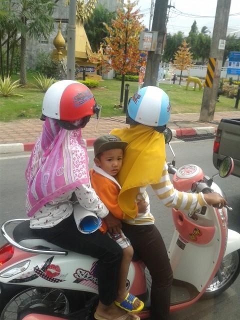 Helm ist Pflicht in Malaysia (ab 16 Jahren)