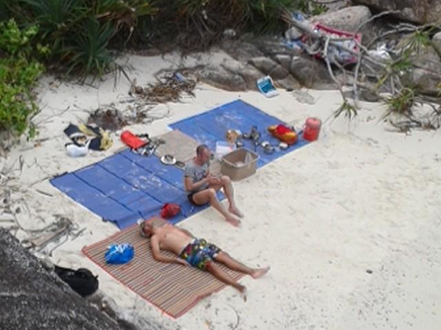 Mittagessen immer an einem einsamen Strand