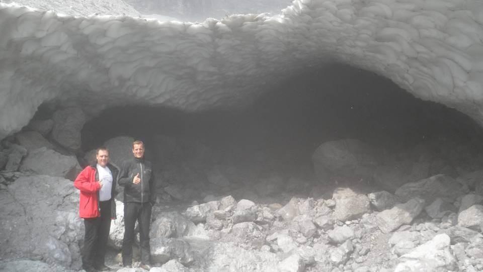 Eiskathedrale am Fuße der Watzmannostwand (mit 1800m die höchste Wand der BRD)