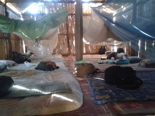 unsere Hütte im Dschungel - nette Truppe aus Holland, Schweden, Irland, China, USA, Brasilien, Argentinien und Chile