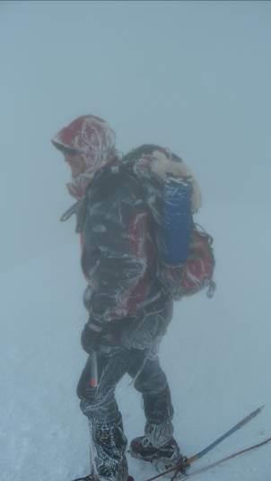 Matthias Schempp zugefroren am Gipfel (Juli 2011)