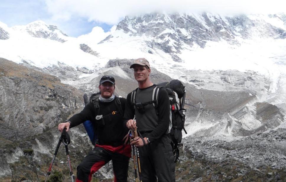 """the Job ist done ... ca. 300km zu Fuß, 4 x über 5000m, einen Gipfel und viiiiel Glück für Karl.      Fazit:Wir sind gesund wieder in Frankfurt gelandet und haben bereits wieder neue """"niedrigere"""" Ziele und Träume"""