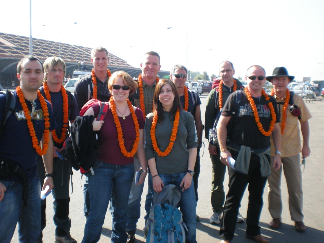 Ankunft mit Blumenkranz in Kathmandu