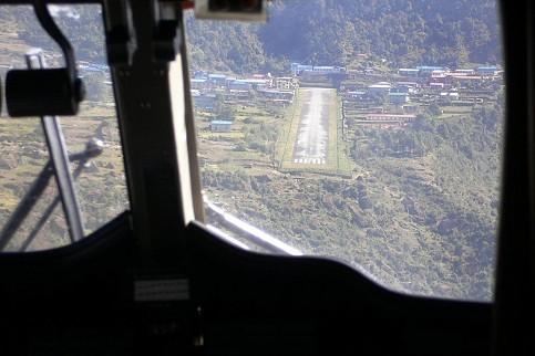 Landpiste in Lukla (da gibt es kein durchstarten)