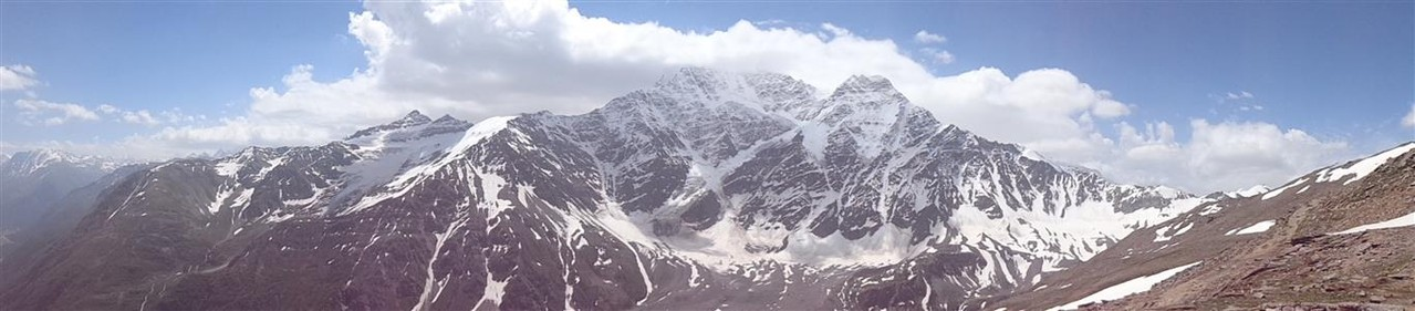 Kaukasusgebirge Richtung Georgien