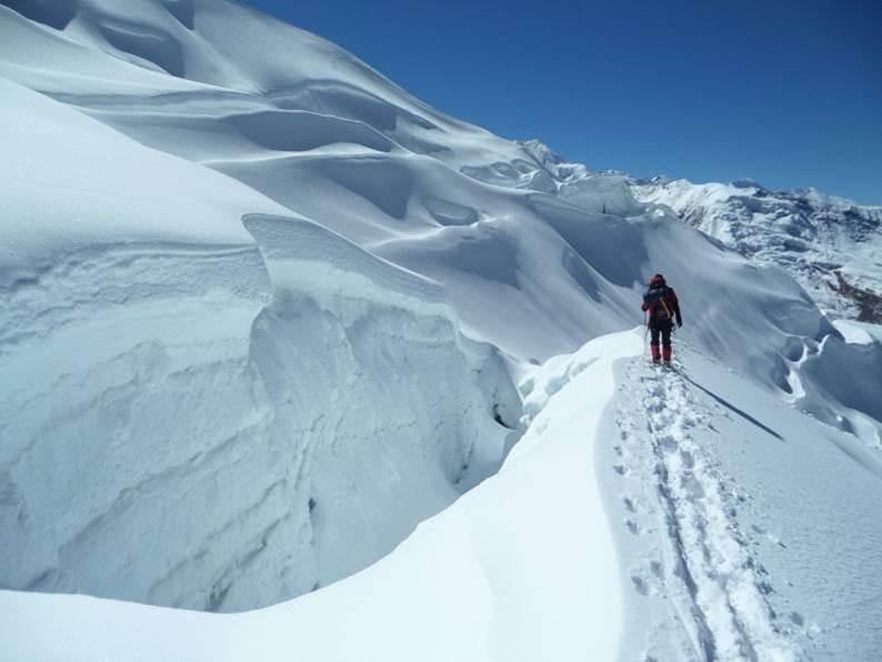 Gletscherspalten zwingen uns immer Umwege auf