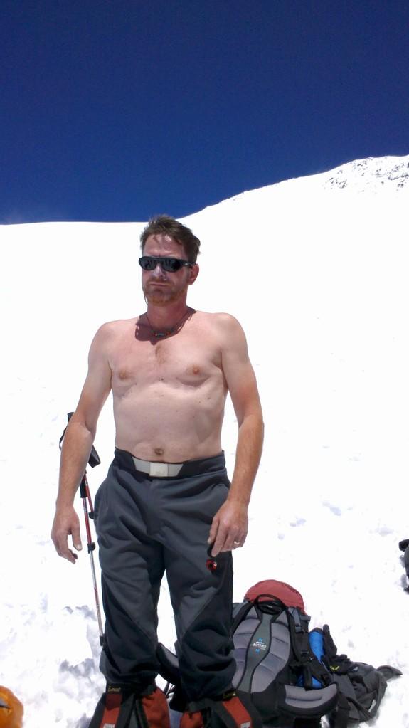 Karl das Foto ist für Dich - T-Shirtwetter am Elbrus (auf 5100m) Aklimation am Pastuv Rock