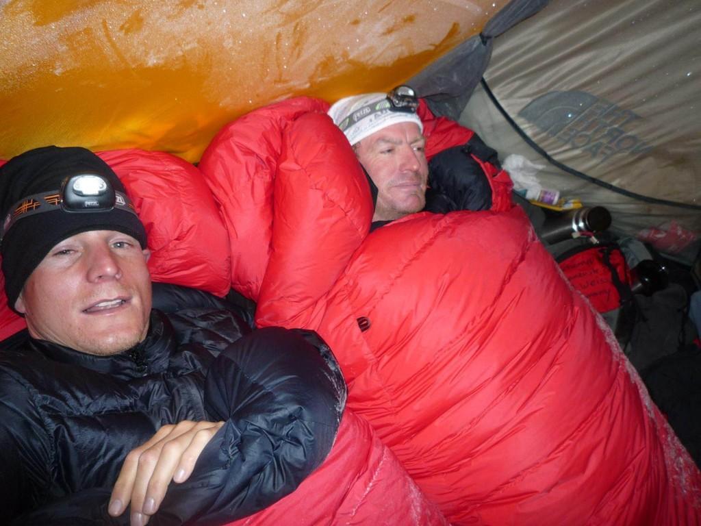 """Es ist nicht immer """"Urlaub"""" (Nachts gefriert im Zelt ALLES - auch unsere Schlafsäcke aussen) aber unsere Expeditionsschlafsäcke sind auf Temperaturen bis - 35° ausgelegt - wir haben darin warm"""