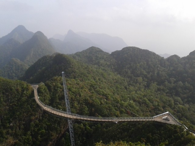 die Skybridge 700m hoch am Berg
