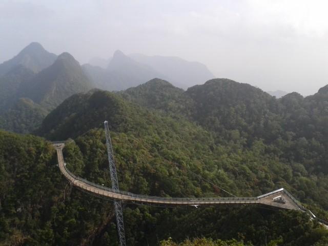 die Skybridge 700m hoch am Berg