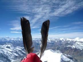2 Federn für 2 Freunde (Vio hat uns die mitgegeben) damit wir sie zum Zeichen der Freundschaft am Gipfel fliegen lassen - DANKE Karl