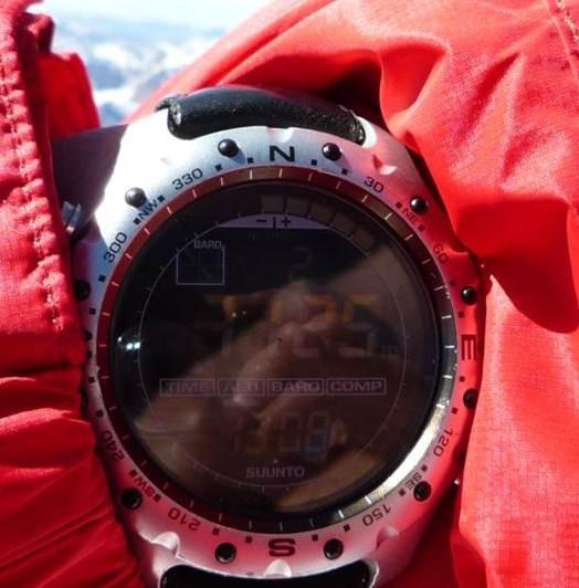 die Uhr zeigt Karl´s Höhe am Gipfel 7125m