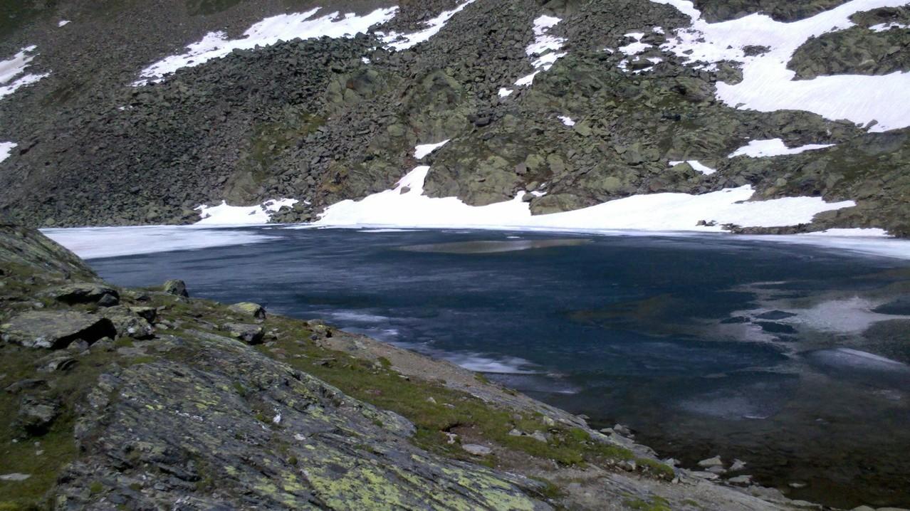 da der See 2700m noch fast zugefroren ist, dachte ich mir schon da kommt noch einiges an Schnee