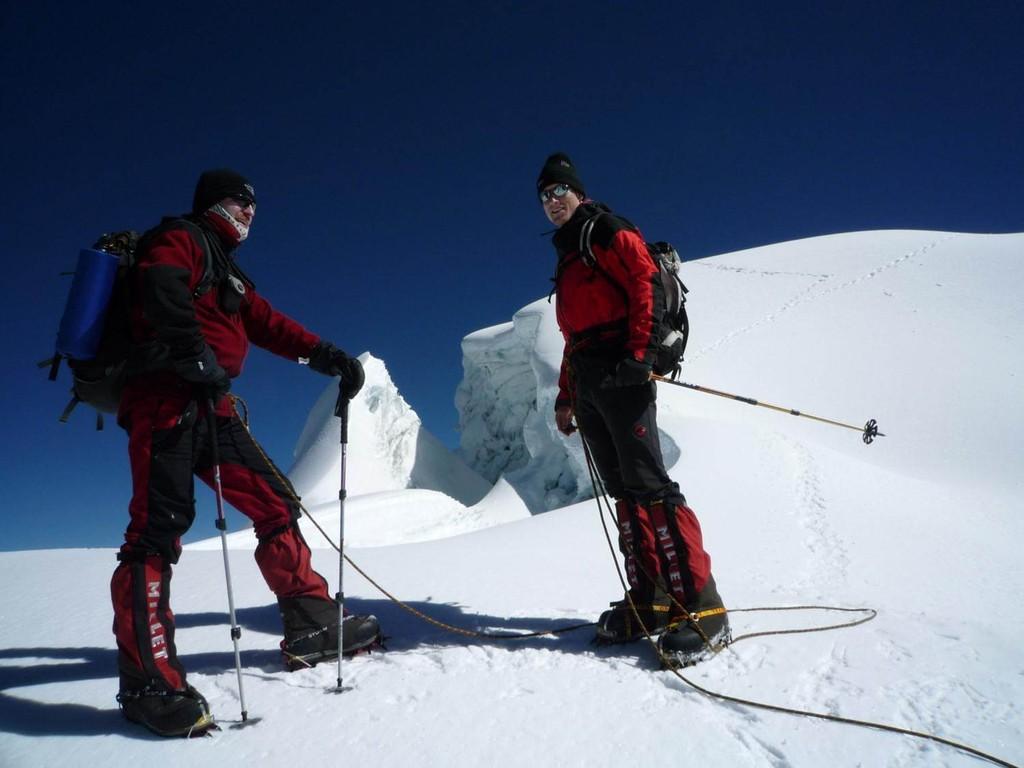 über einen wunderschönen Gletscherbruch führt der Weg zurück