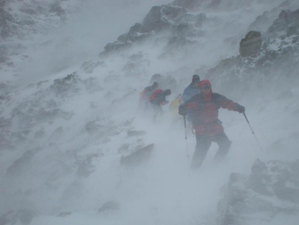 Juli 2009 (wie immer das Wetter ist schlecht) Wir bringen eine Schulklasse samt 2 Lehrer runter von der Similaunhütte