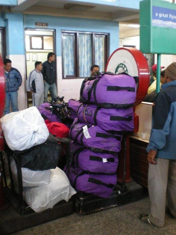 so wird in Kathmandu bei Inlandsflügen das Gepäck gewogen