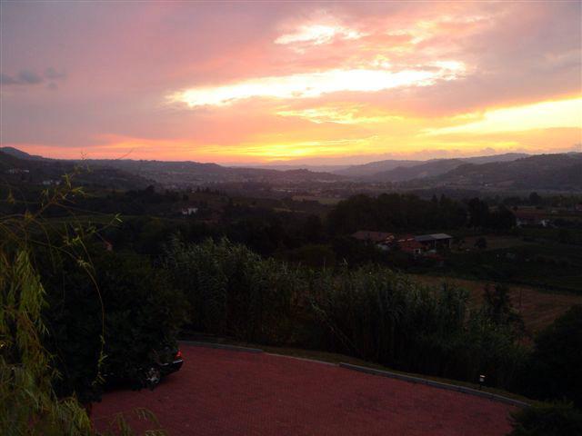 Sonnenuntergang im Land der Weine & Trüffel