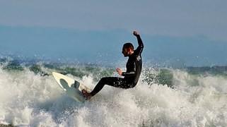 Man kann Wellen nicht aufhalten, aber man kann lernen zu surfen. (Jon Kabat-Zinn)